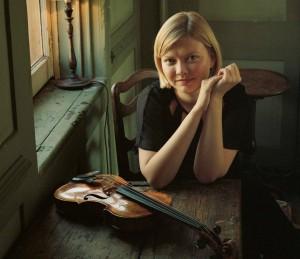alina_violin_table2 brochure crop Eva Vermandel